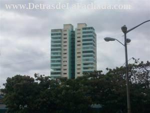 El edificio visto desde lejos