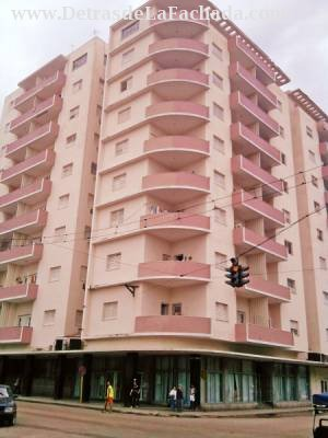 Belascoaín #452 Piso 7 Apartamento 722 Esquina Zanja en el Centro de la Habana.