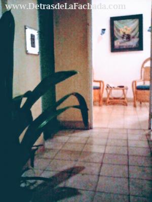 Puerta de entrada al apartamento privado