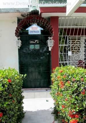 Avenida Amado Esteves n.67-A /calle 8 y calle A r/ Roberto Reyes