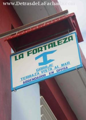 Calle Flor Crombet 67 entre 24 de Febrero y 10 de Octubre.