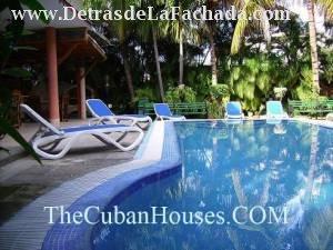 Turismo en cuba casa en la habana en alquiler con piscina for Casas con piscina en la habana
