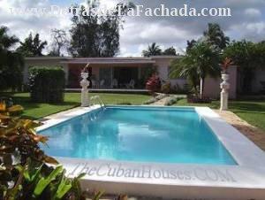 Casa con piscina en Cuba