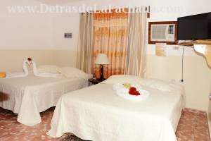 Habitacion doble suave y espaciosa Hostal Ciro y l
