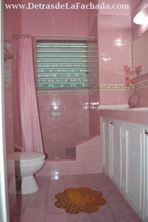Baño de la habitacion grande