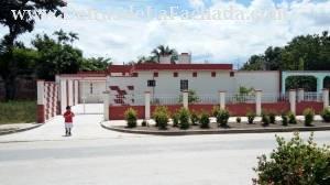 Fachada de la casa/In front of the house