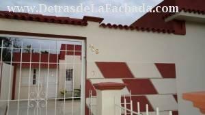 Portón de entrada a la casa / Entrance gate to the