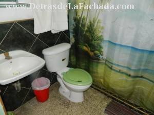 Entrada de cuarto de baño de habitacion No.1