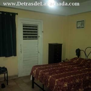 Dormitorio con salida al balcón