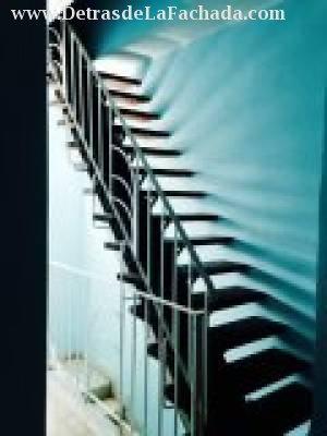 Escalera acceso azotea