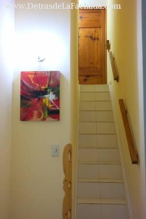 Escalera de acceso a uno de los cuartos en altos