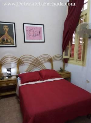 Habitacion con acceso a la sala y por el pasillo