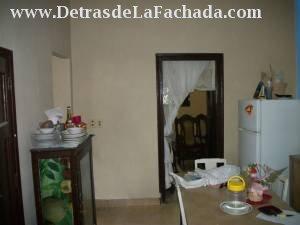 Vista desde el cuarto. Izquierda: baño y cocina