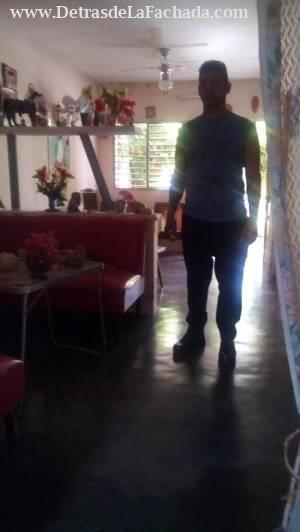 Casa de mampostería y placa con garaje y patio