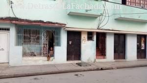 Calle Francisco Vicente Aguilera no. 106 entre Marti y M. Corona