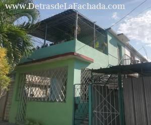 Casa de Altos (Frente y Entrada)
