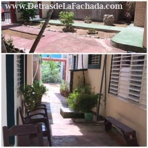 Jardín y patio lateral del inmueble