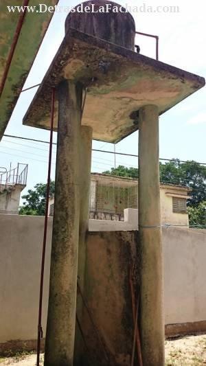 Tanque de agua en altos