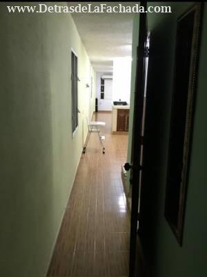 Vista desde el pasillo a la sala