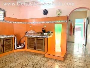 Una de las dos cocinas que tiene la casa
